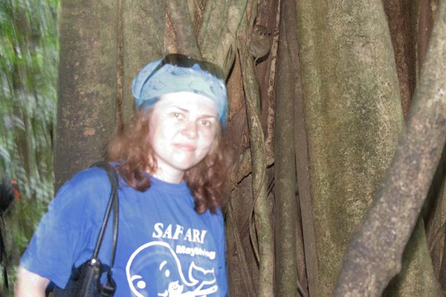Lady Longy и обезьянка из Сулавеси
